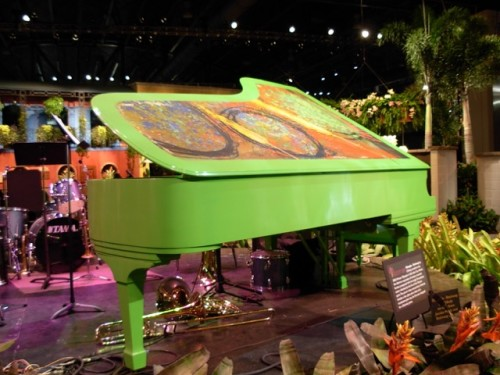 Dale Chihuly Piano at Philadelphia Flower Show 2008. Photo by Wayne Stratz.